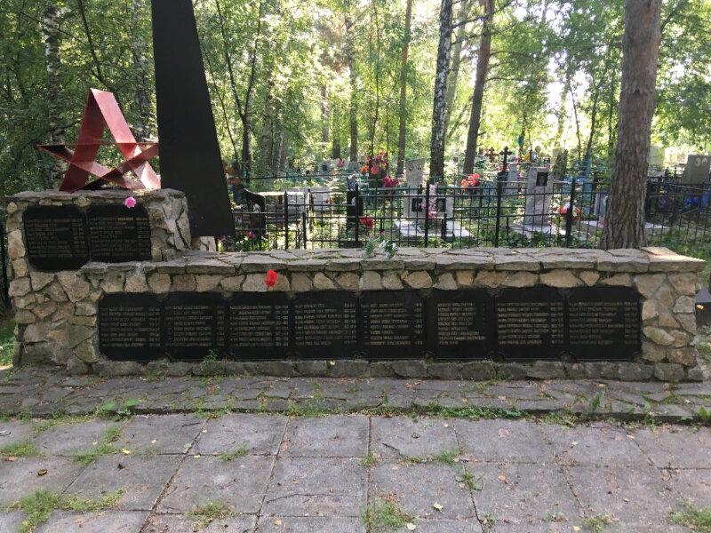 Братская могила воинов Советской армии, умерших в госпиталях города Ирбита в годы Великой Отечественной войны в 1941-1945 годы